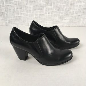 Born b.o.c. slip-on heeled ankle booties, size 8